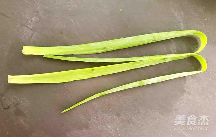 紫苏叶梅花肉卷的简单做法