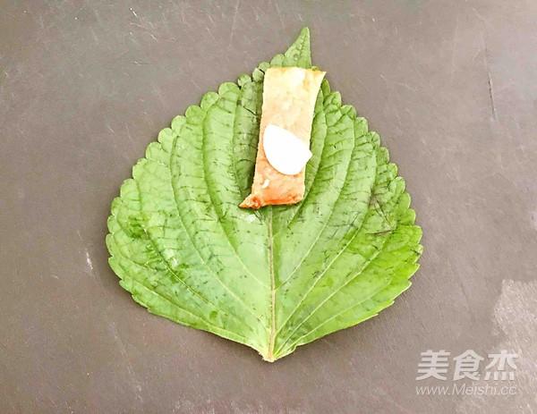 紫苏叶梅花肉卷的制作大全