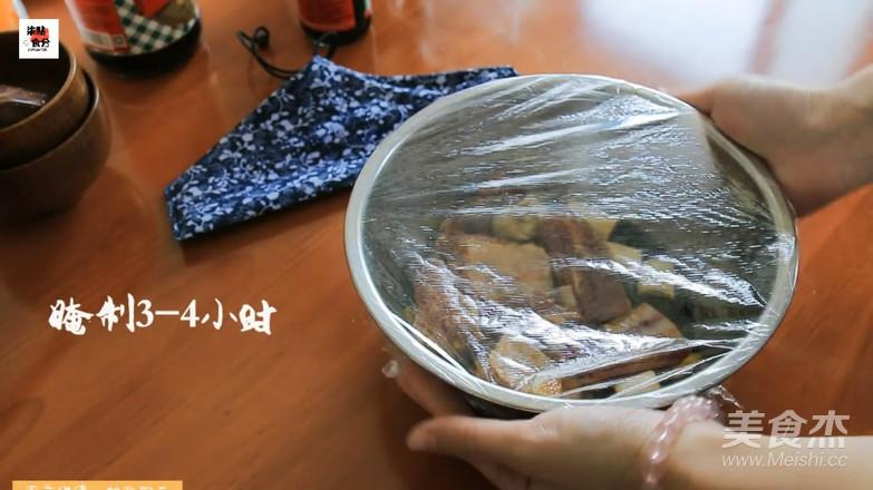 """吃够了粽子?来份不一样的""""粽香排骨卷""""怎么炒"""