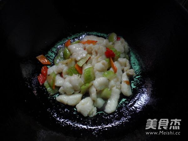 西芹炒鱼块怎么吃