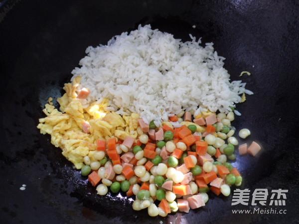 虾仁炒饭怎么吃