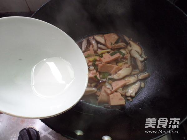 香菇烧午餐肉的简单做法