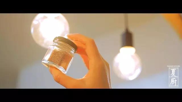椒盐皮皮虾怎么吃