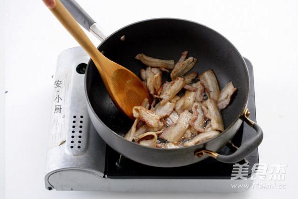 辣白菜炒五花肉的家常做法