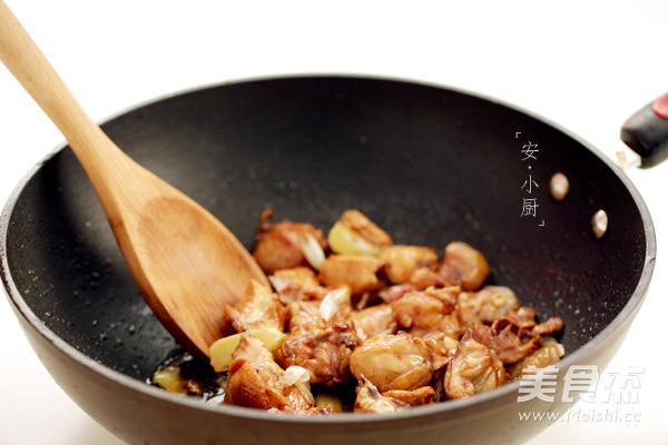 板栗焖鸡的家常做法