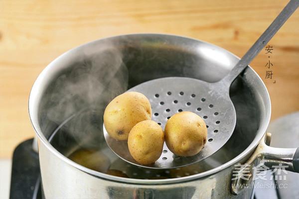 制造饱腹感的土豆沙拉的步骤