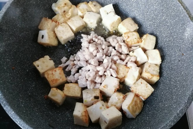 橄榄菜肉末豆腐盖浇饭怎么煸