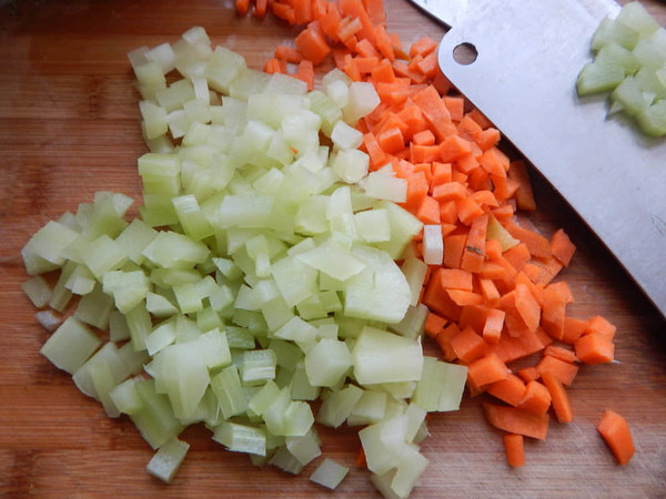 莴笋肉末凉拌米线的简单做法
