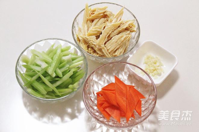 凉拌芹菜腐竹的简单做法