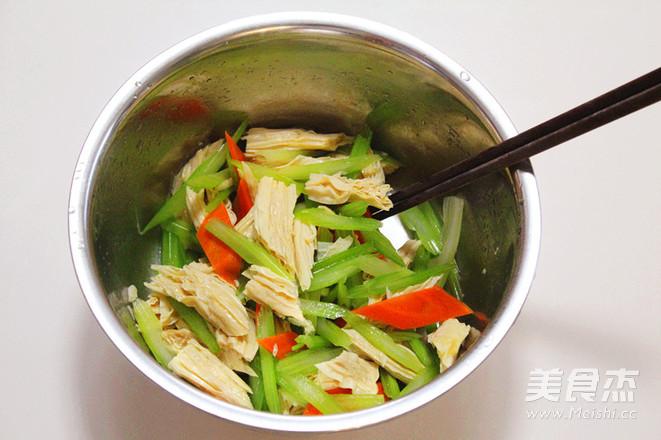 凉拌芹菜腐竹怎么煮