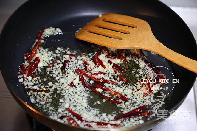 油淋生菜怎么吃