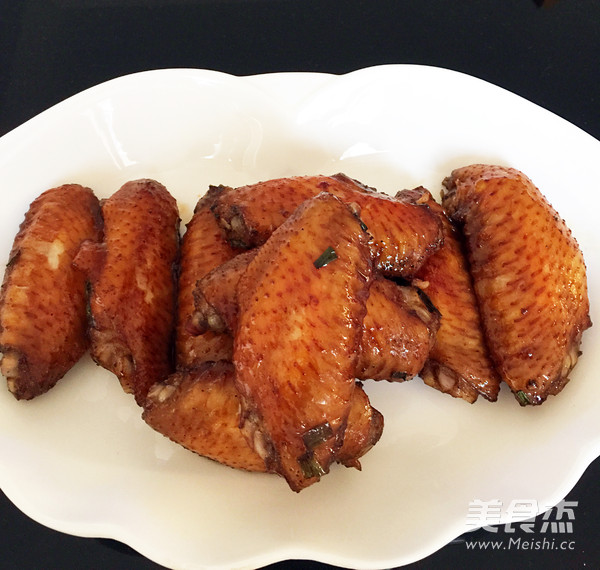 葱香烤鸡翅怎么吃