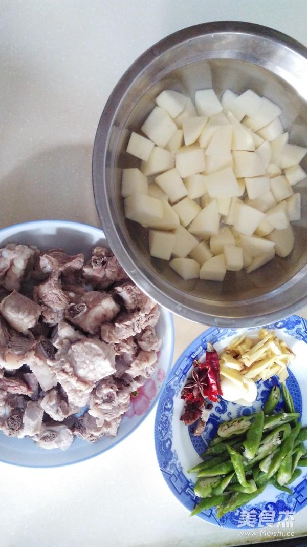 川味土豆烧排骨的家常做法