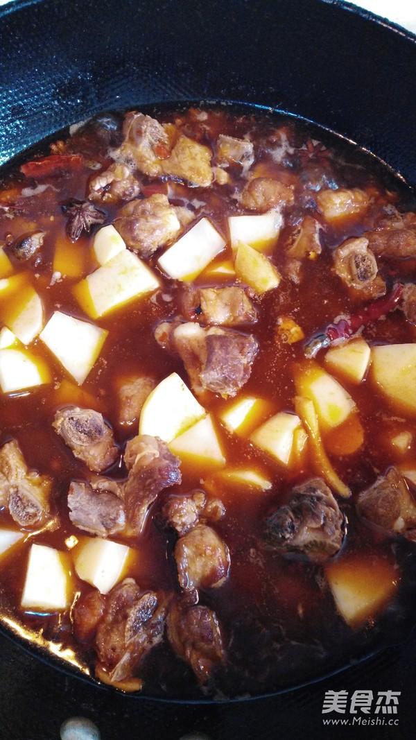 川味土豆烧排骨怎么做