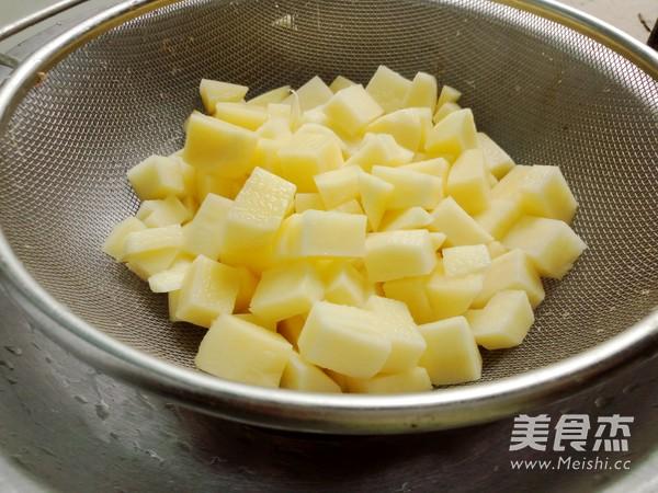 土豆焖饭的家常做法
