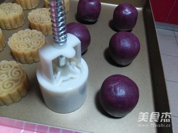 紫薯蛋黄桃山月饼的制作大全