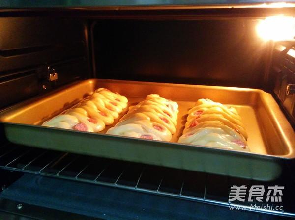 欧芹香肠面包的制作大全