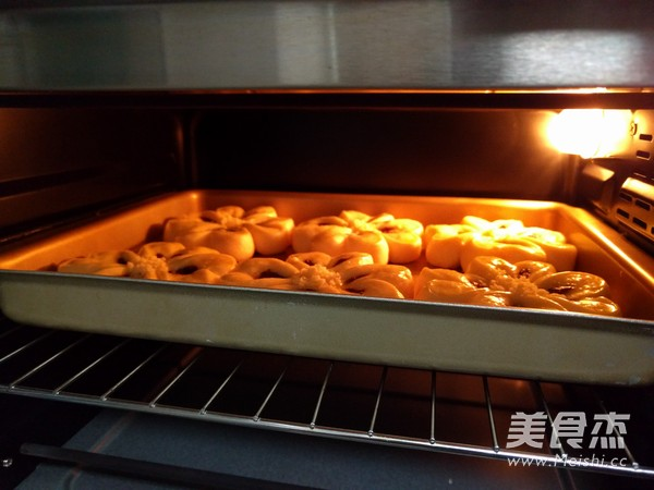 四叶草豆沙面包的做法大全