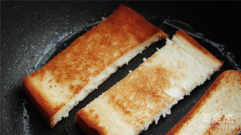 雨天里的红豆吐司早餐怎么炒