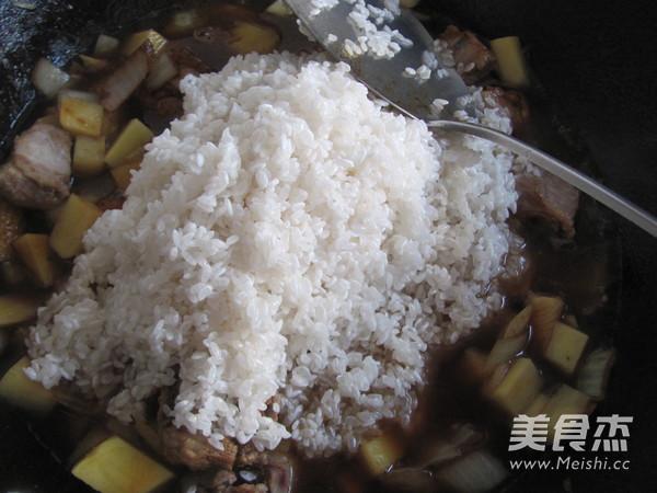 土豆排骨米饭怎么炒