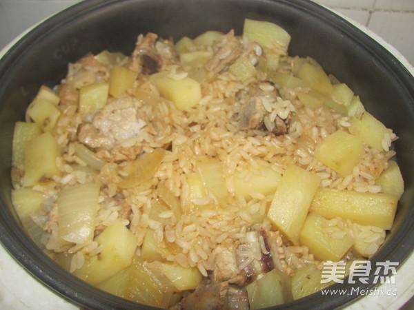 土豆排骨米饭怎么炖