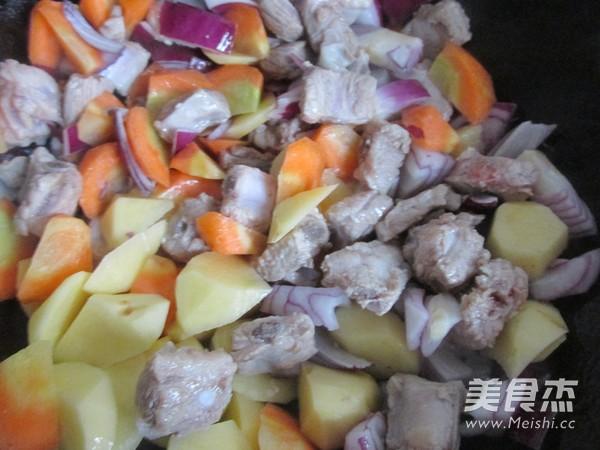 排骨咖喱米饭怎么炒