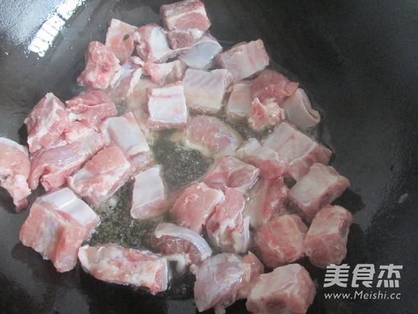 排骨咖喱米饭怎么吃