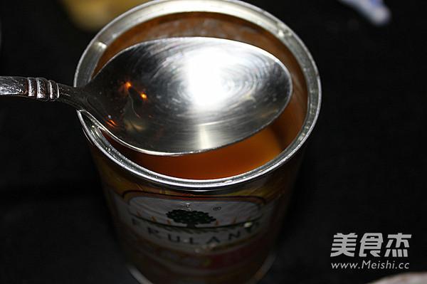 黄桃莲子龟苓膏怎么吃