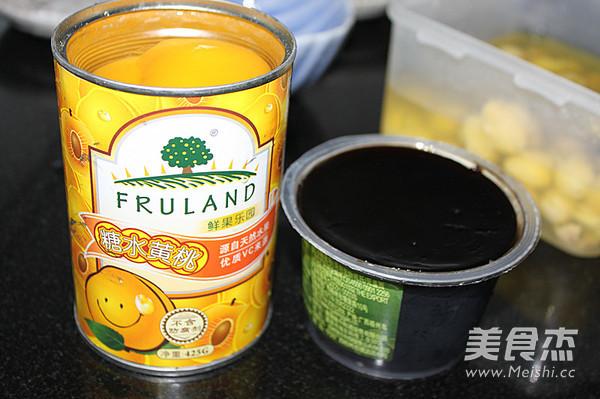 黄桃莲子龟苓膏的家常做法