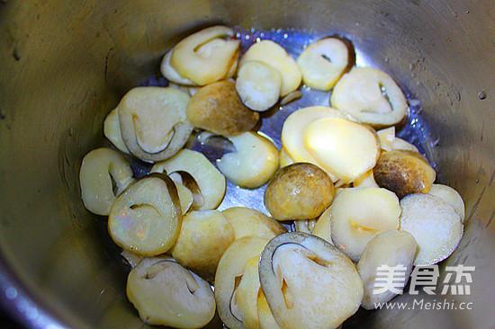 豆瓣草菇蛋花汤的步骤