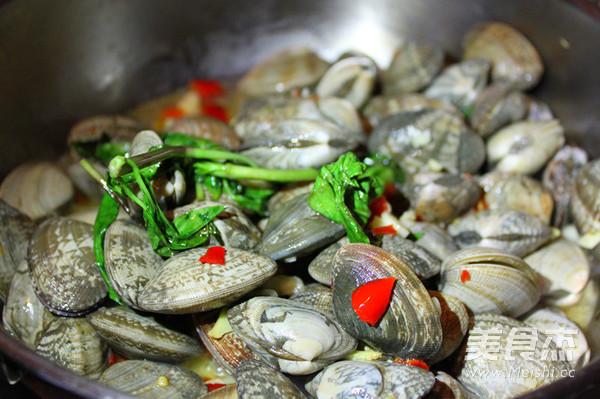 酒香紫苏炒蛤蜊怎么吃
