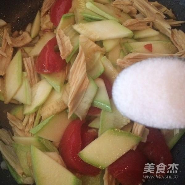 西葫芦炒腐竹怎么煮