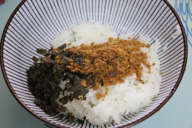 海苔肉松饭团怎么做