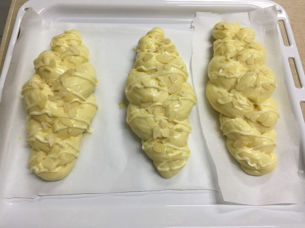 杏仁辫子面包(汤种,一次发酵)的制作方法