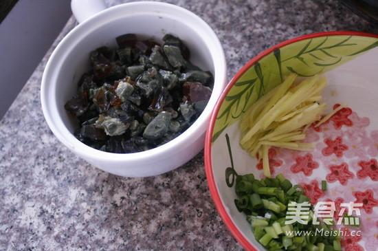 砂锅皮蛋瘦肉粥的做法图解