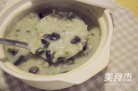 砂锅皮蛋瘦肉粥怎么煮