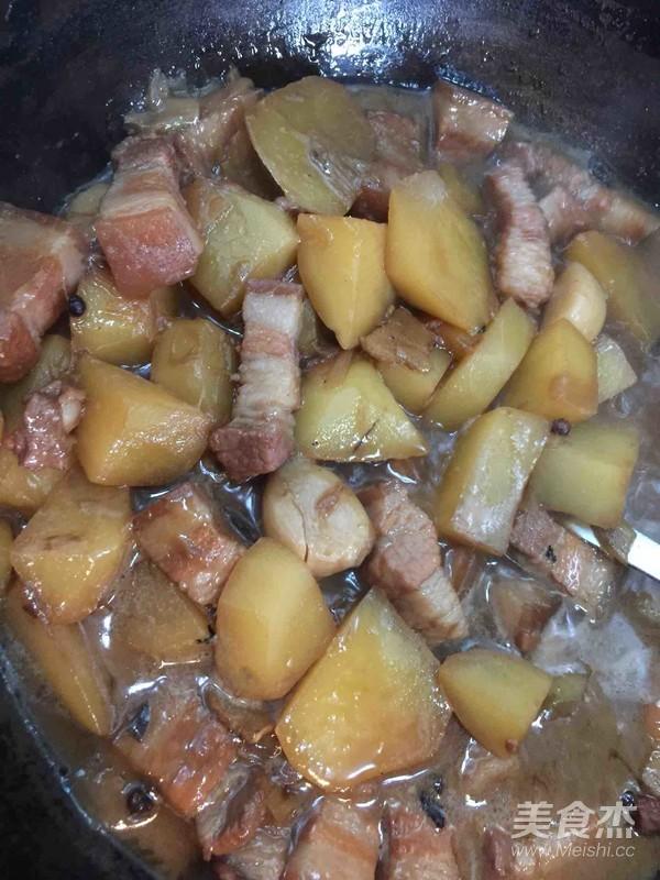 土豆炖五花肉怎么炖