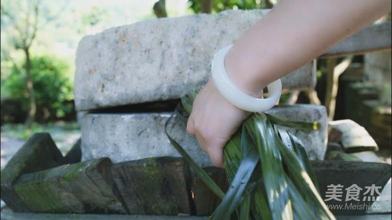 家乡的草灰粽的制作方法