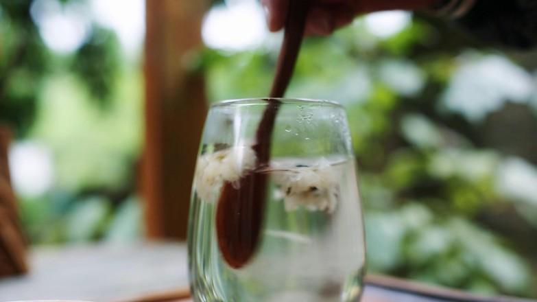 肝火旺,用眼过度,就喝菊花蜂蜜水的步骤