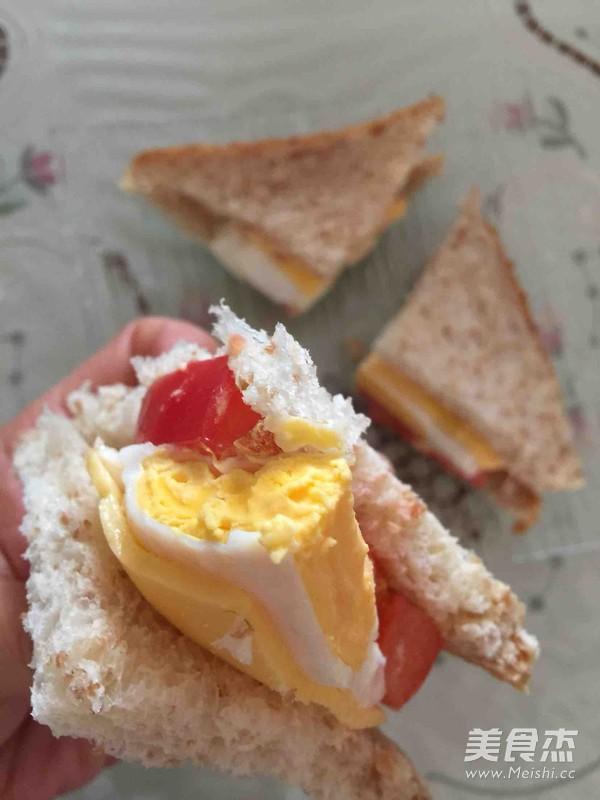 鸡蛋三明治怎么吃