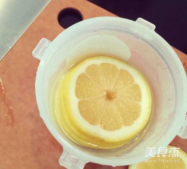 柠檬蜂蜜水的家常做法