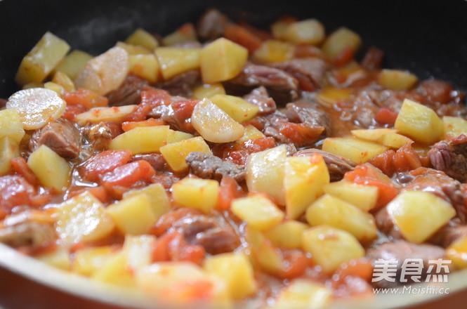 西红柿土豆炖牛肉怎么做