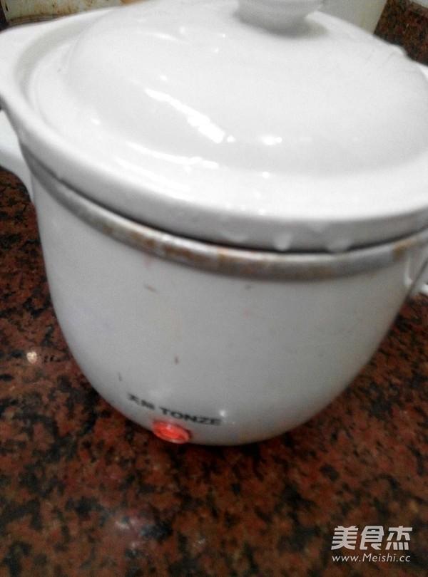 银耳桃胶红枣炖奶的家常做法