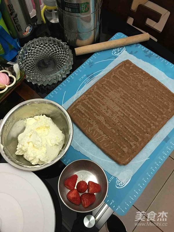 草莓奶油可可卷怎样做
