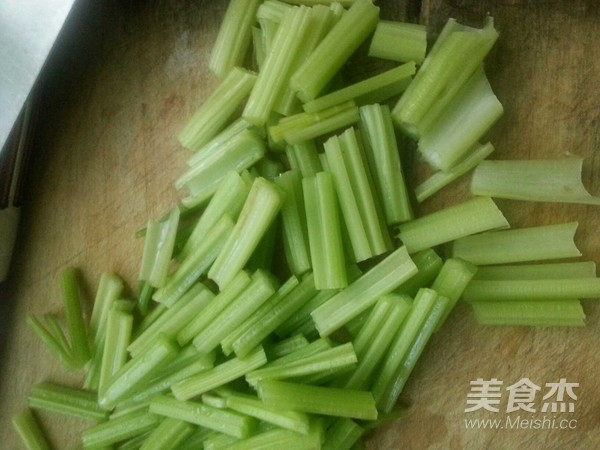 芹菜土豆丝的家常做法