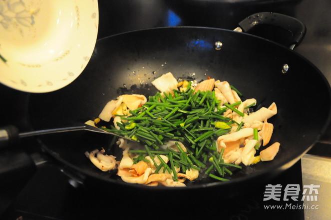 韭菜苔炒鱿鱼及清理怎么炒
