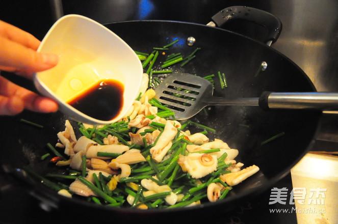 韭菜苔炒鱿鱼及清理怎么煮