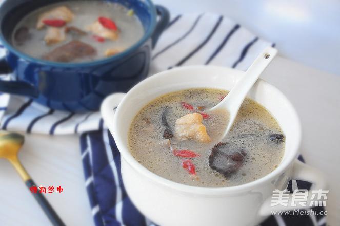 榛蘑三黄鸡煲汤成品图