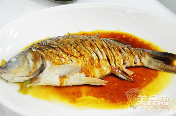 水煮油泼鲤鱼怎么煸