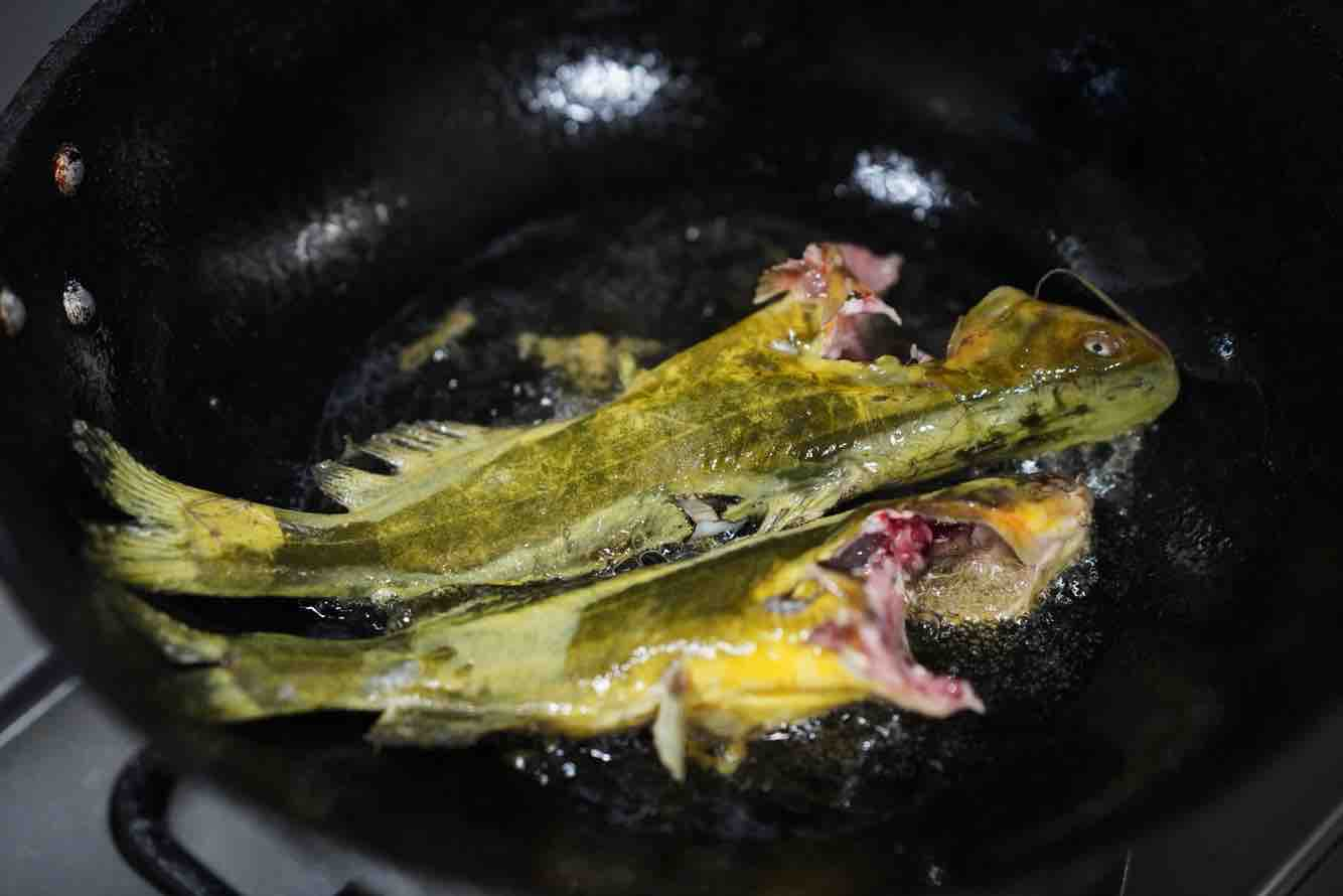 鸡尾青瓜仔炖黄骨鱼的家常做法